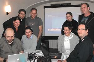 Mit Laptop und Live-Stream: Rosenheimer PIRATEN analysieren am Wahlabend die Ergebnisse der bayerischen Landtagswahl 2013. CC-BY-SA 3.0 Jorg Valentin